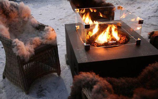Warm met een vuurkorf in de tuin